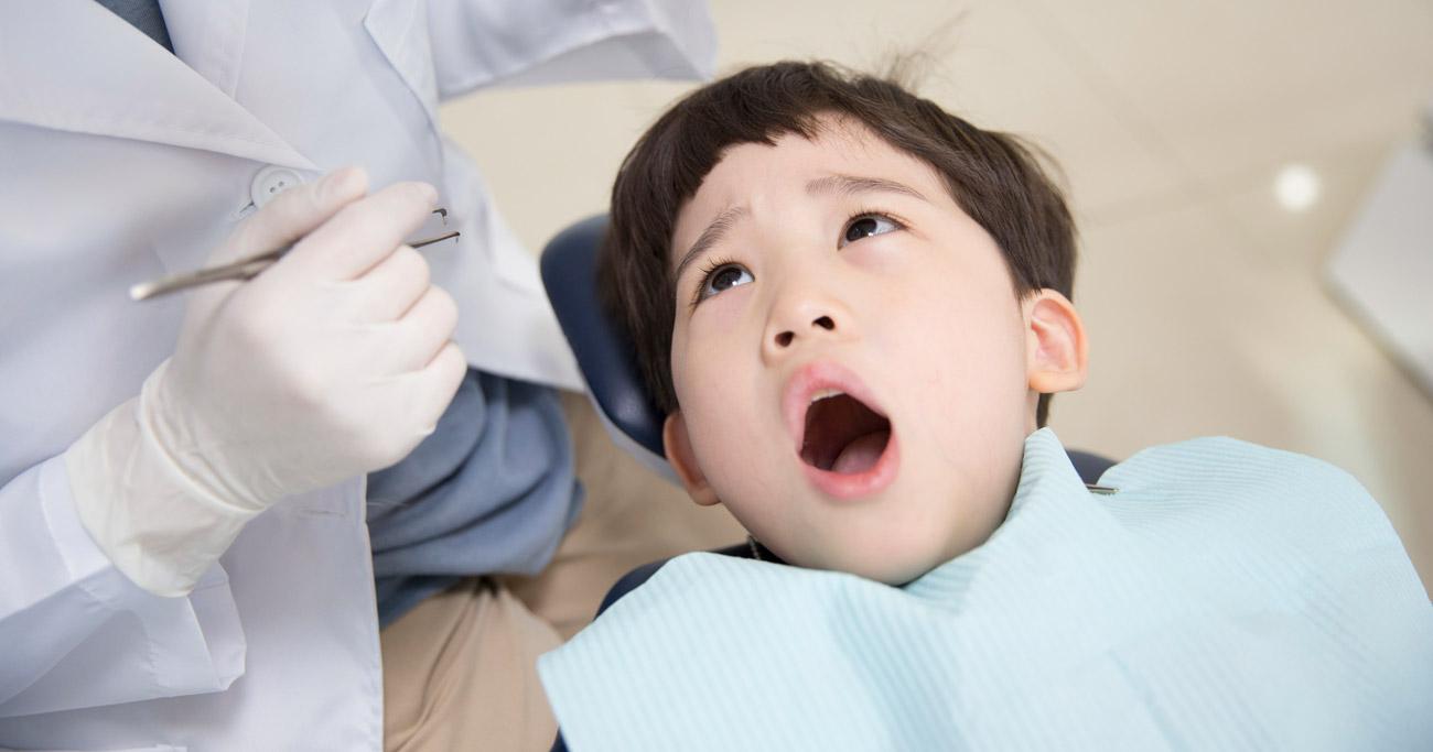 歯の治療中に痛いときには「手を上げて」。どのくらいの痛みで上げたらいい?
