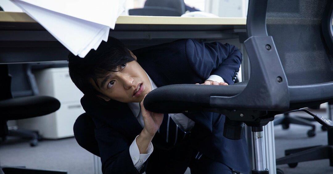 地震が起きたら「机の下に潜る」は本当に正しいのか