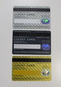 「ラグジュアリーカード」のチタンカード、ブラックカード、ゴールドカード