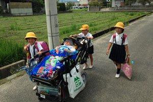 地域の学校へ通学する人工呼吸器を装着する重度障害児が健常児と通学(広島県)