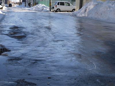 氷がなぜ滑るのか、実はまだわかっていない