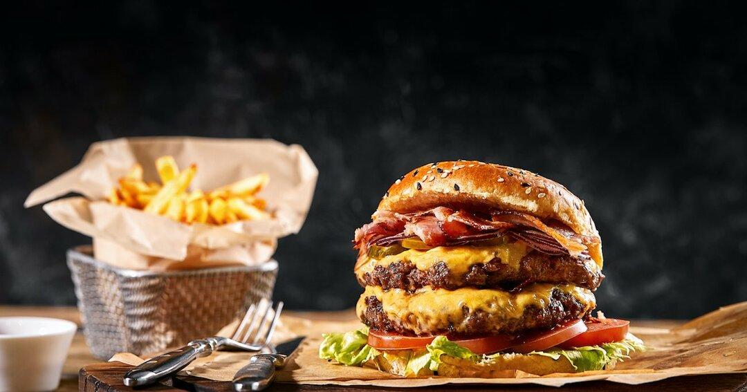 チーズバーガーとポテトのセットで注意力が低下する?米研究者が発表
