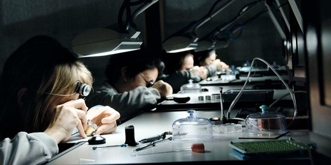 ロレックスの腕時計はどのように作られるのか?秘密の本社へ潜入!