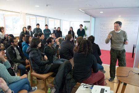 初めて教壇に立った40年前とは様変わり<br />大変革したハーバードが日本の東北で学ぶ理由