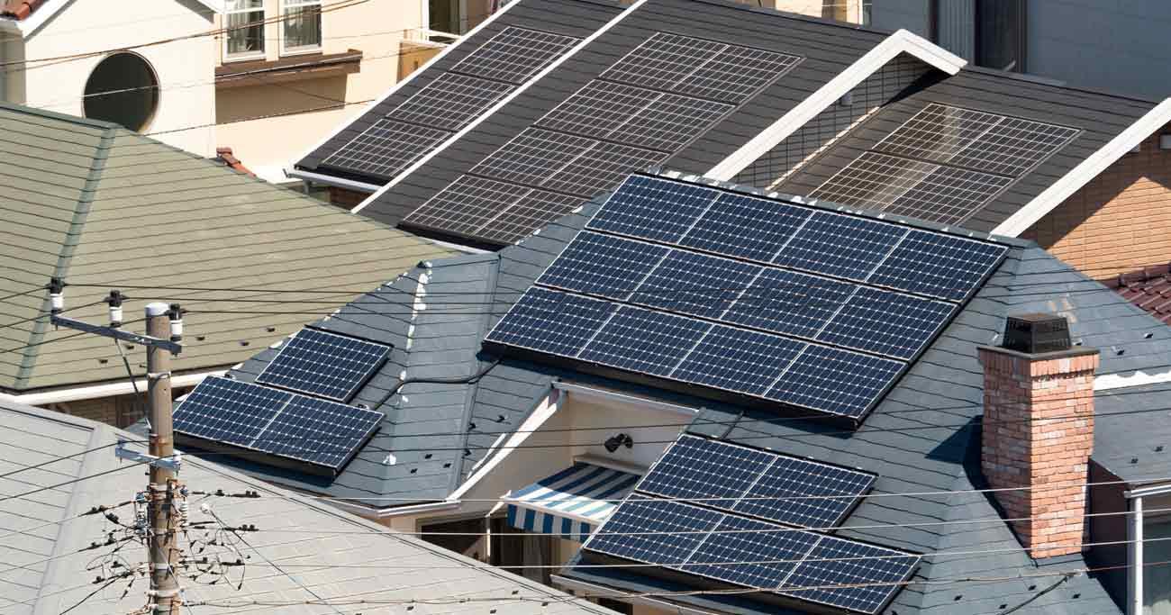 住宅の太陽光発電買い取りで大争奪戦、NTTパナ連合は「相場の倍」も