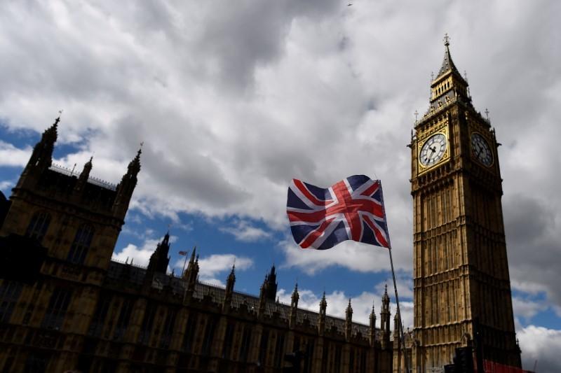 英下院、公共サービス緊縮策撤廃案を否決 閣外協力得た与党が勝利