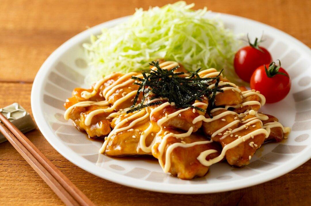 【裏ワザ料理】10分でできる! 鶏むね肉の「照り焼きチキン」の作り方