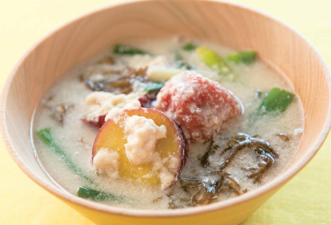 さつまいもともずくの梅酒粕スープ