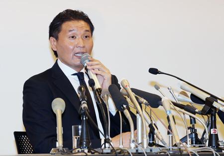 日本相撲協会に退職届を提出し、記者会見を開いた貴乃花親方