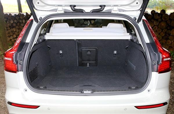 ボルボV60・T5インスクリプションの荷室