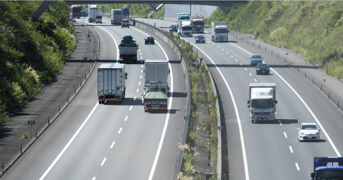 トラックドライバーの長時間労働・低賃金は誰のせいか?