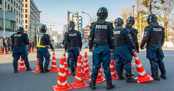警察官が多いから犯罪が起きる?注意しないとだまされる「逆の因果関係」