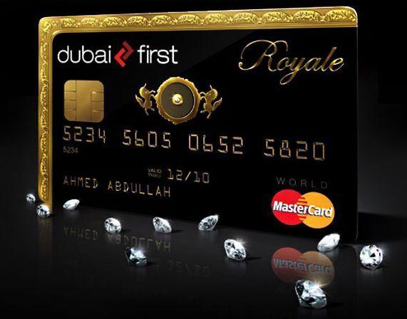 クレジットカードの周りにダイヤモンドが散りばめられている