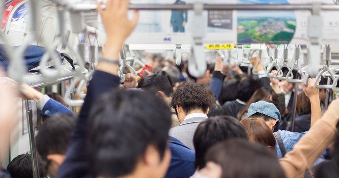 鉄道会社が提供するデータを駆使すれば、混雑や大遅刻を回避できる可能性があります。