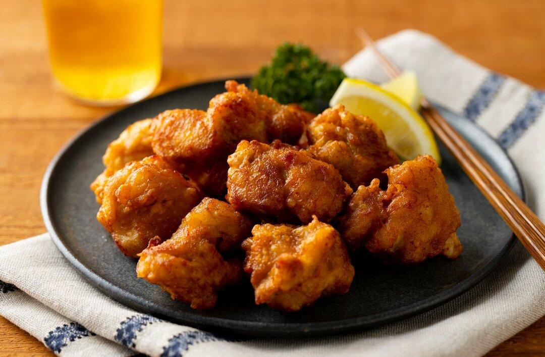 【裏ワザ料理】外はパリッパリ、中は肉汁ジュワ~! 絶品「鶏の唐揚げ」の作り方