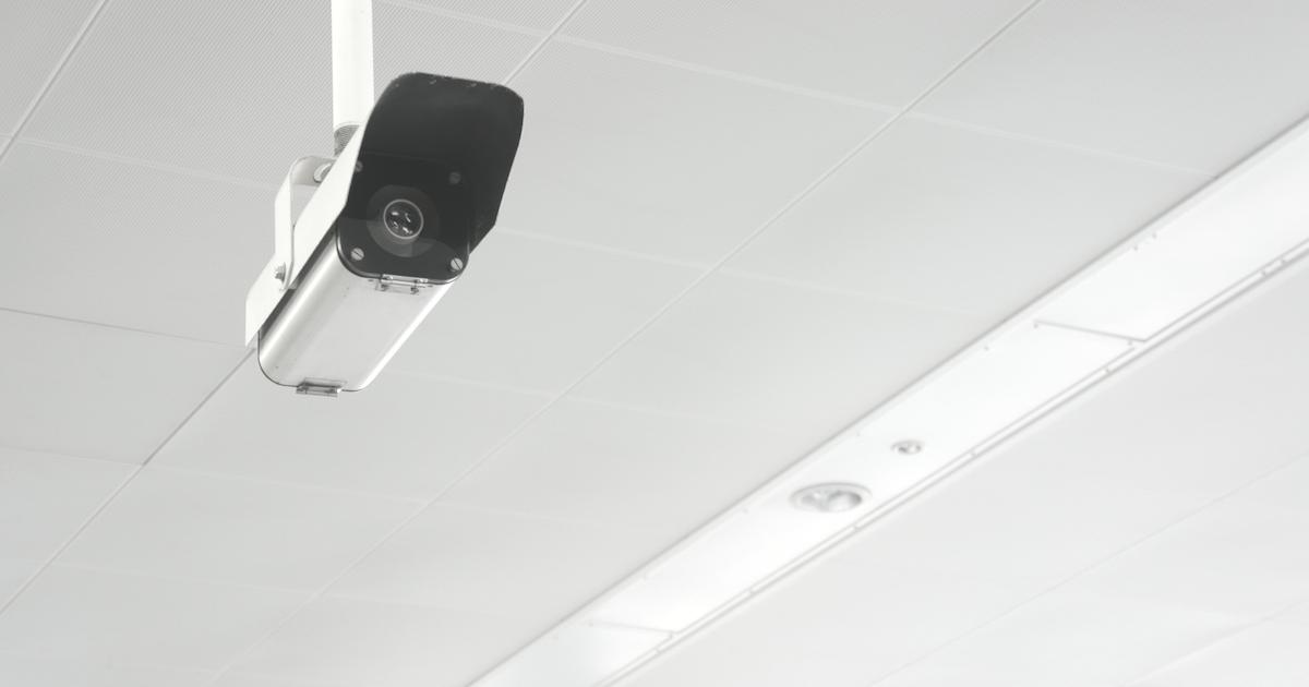 営業所内の「モニタリングカメラ」で、残業を減らす方法