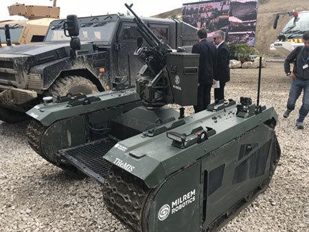 欧州最大の防衛展示会「ユーロサトリ」を軍事専門家がルポ