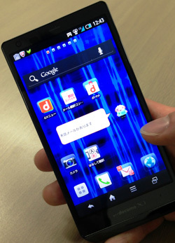 iPhoneより売れているIGZO搭載スマホの登場で<br />一人負けのドコモに一筋の光