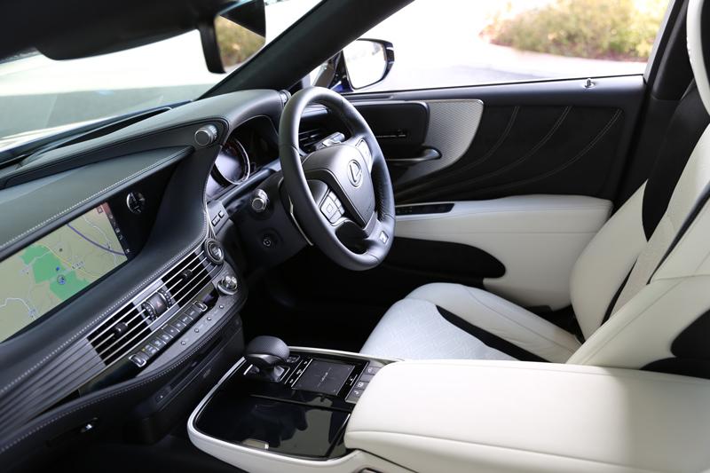 新型LEXUS LSのガソリン版はドイツ車に負けない楽しさだ