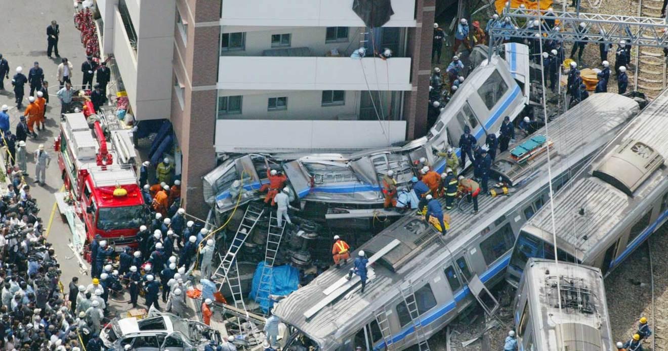 線 脱線 運転 福知山 手 事故 15年前のきょう起きたこと~死者107人の福知山線脱線事故はなぜ「犠牲者106人」と言われるのか?(相澤冬樹)