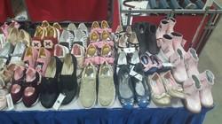 バザーの子どもの靴コーナー