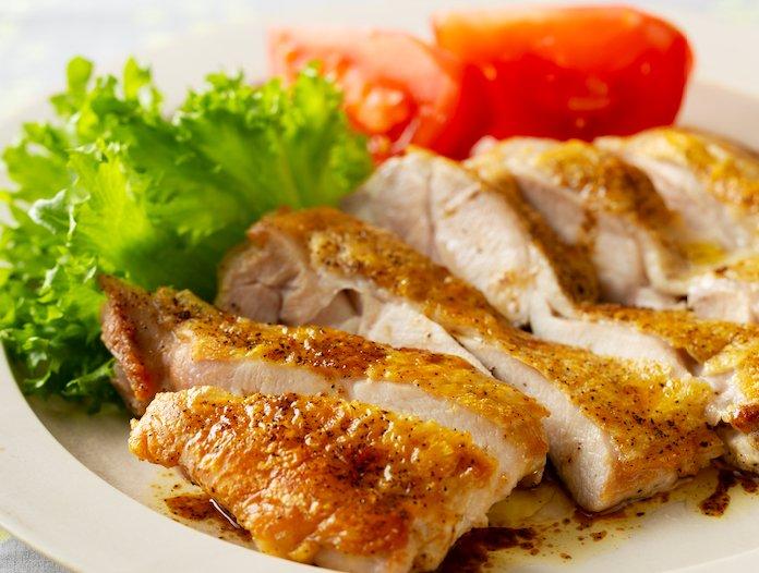 【裏ワザ料理】皮がパリッパリ! 絶品「鶏もも肉ステーキ」の焼き方