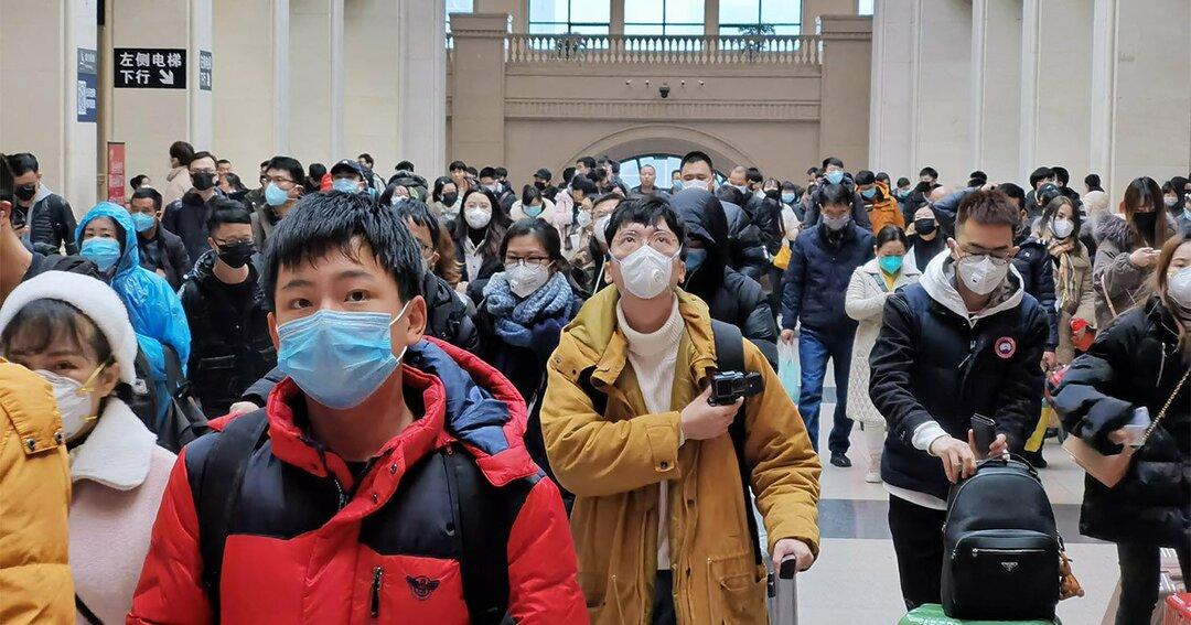 マスクを着用する中国人