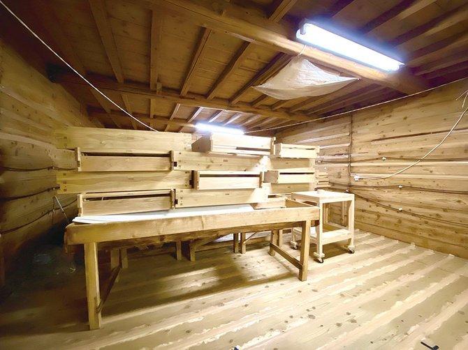 大正時代の麹室。天井と壁には籾殻を入れて断熱
