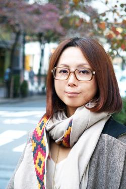 【ノマドワーカーの実像[2]】<br />クラウドとモバイルルーターがあれば<br />新幹線の中でも完璧「デスクワーク」<br />――デザインディレクター・田中恵子さん