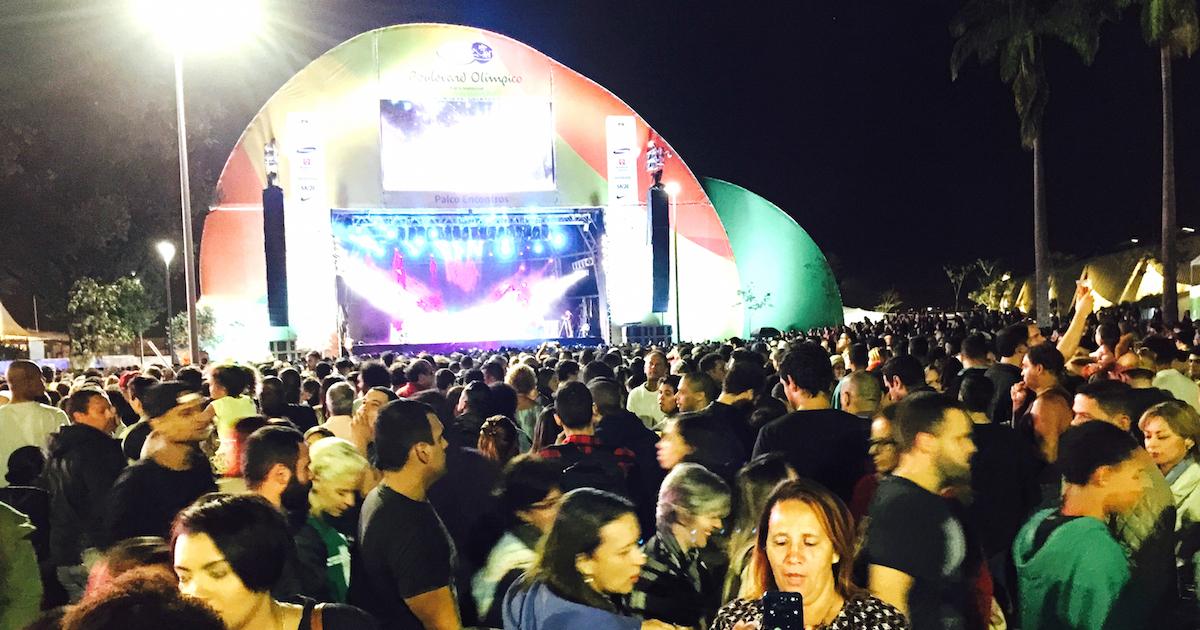 「安全地帯」のオリンピック公園でリオの夜を満喫