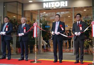 ニトリが新宿進出、大都市攻略に百貨店不況が追い風