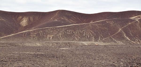 【ペルー】ナスカ<br />熱砂が渦巻く大地に人型の不思議な地上絵を発見!