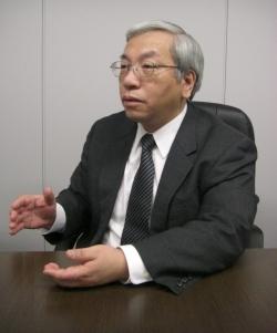 【テーマ12】プライバシー <br />個人情報保護法は「不完全」。ビッグデータ時代は、プライバシーの本当の怖さをわきまえた活用を<br />――萩原栄幸・日本セキュリティ・マネジメント学会常任理事