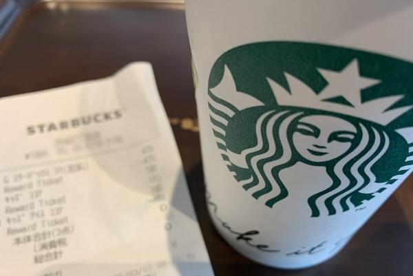 スターバックスのコーヒーとレシート