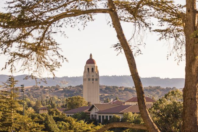 米スタンフォード大学が世界屈指の一流大学となった背景には、常に成長し、発展しようというベンチャー精神がありました。