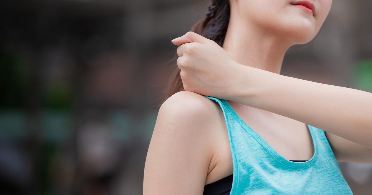 医師直伝の肩こり解消法「肩甲骨はがし」とは?強めのツボ押しはNG