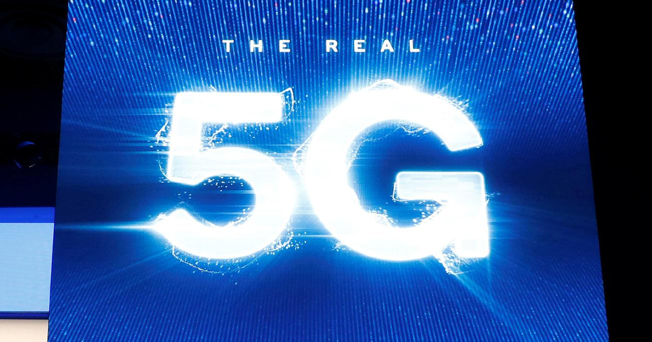 5G対応スマホ、いま買うべきか待つべきか 高額なうえモバイル生活が瞬時に変わる保証はない