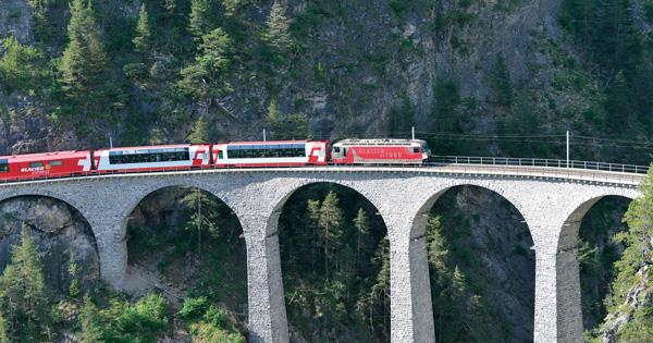鉄道で700kmを巡るグランドトレインツアー【スイス編 vol.05】8時間の氷河急行の旅