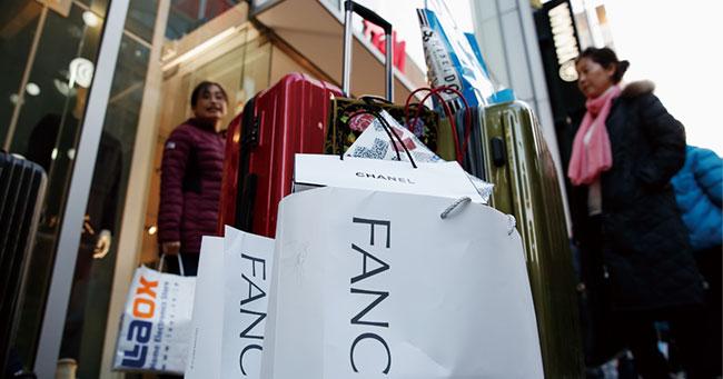 中国人頼みの日本の百貨店を直撃、「爆買い消滅新法」の狙い