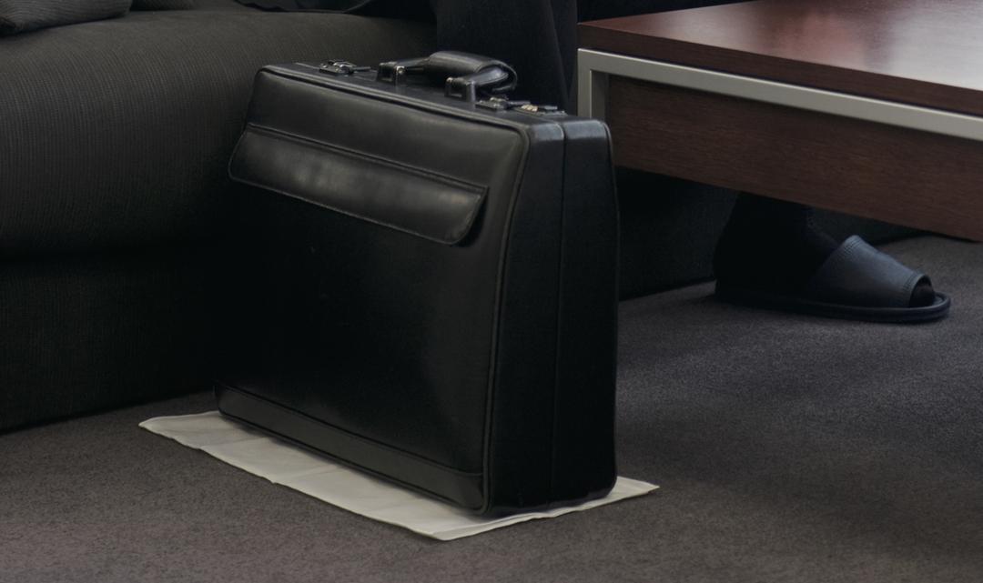 外資系企業2000人中1位のトップセールスは、<br />なぜ「かばんをハンカチの上に置く」のか?