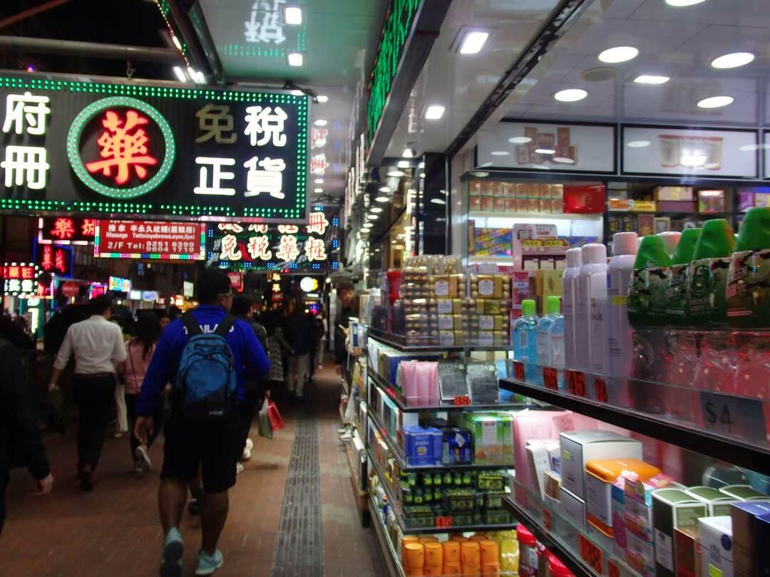 大陸からの観光客目当てでたくさんできた香港のドラッグストア