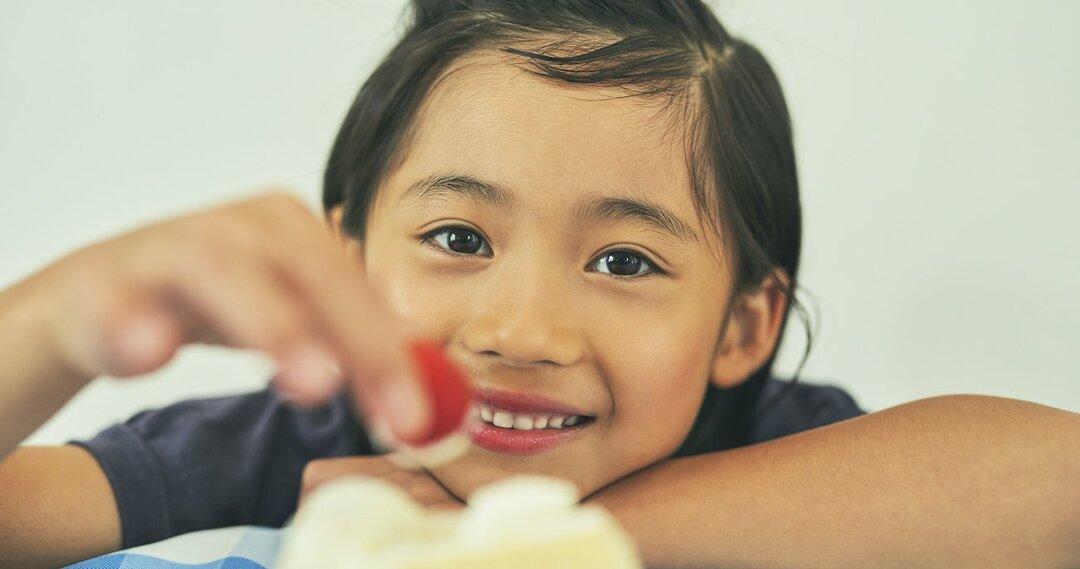 子どもの食べ物の好き嫌いは成長しても治らない?親ができることとは
