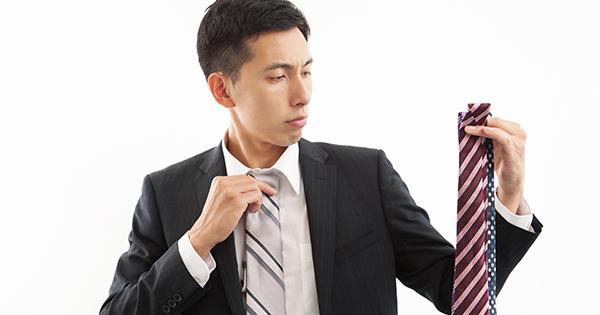 朝、ネクタイを締めるとき、どういう基準で選んでいますか?