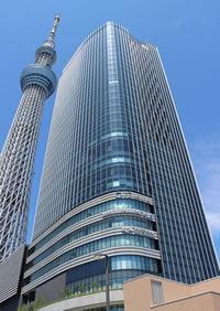 大人気の東京スカイツリーを横目に大苦戦<br />オフィス棟ガラガラで坪単価も急降下中!