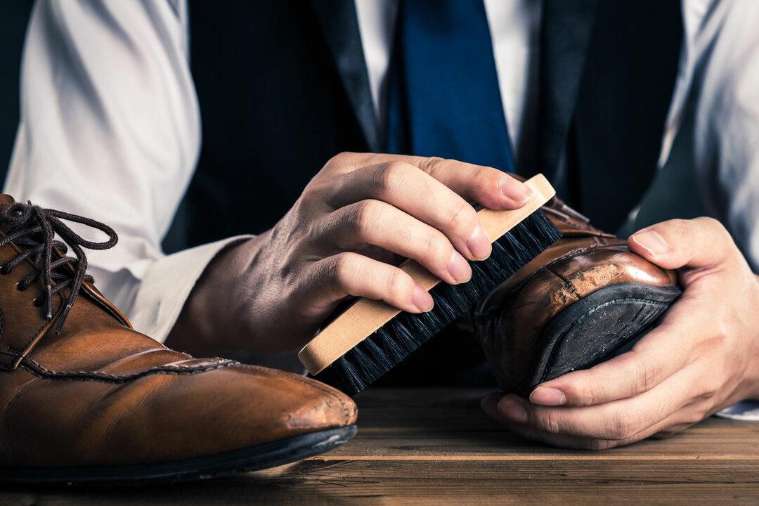 靴磨きの裏ワザ、時短できて靴が輝く方法とは