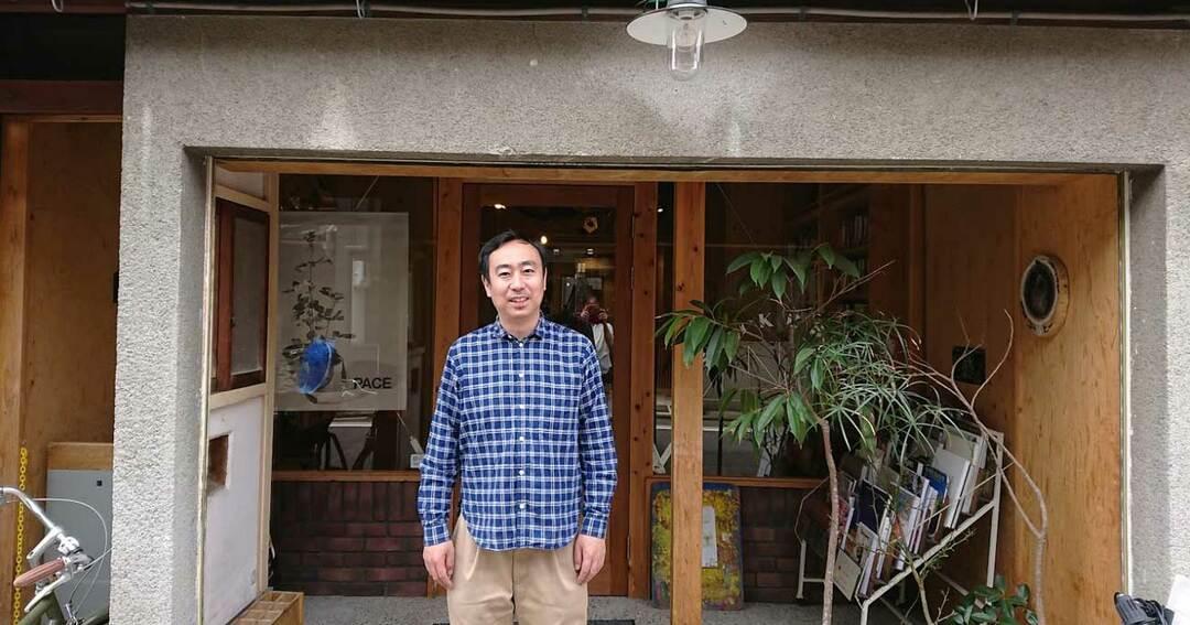 誠光社(せいこうしゃ)と店主の堀部篤史さん