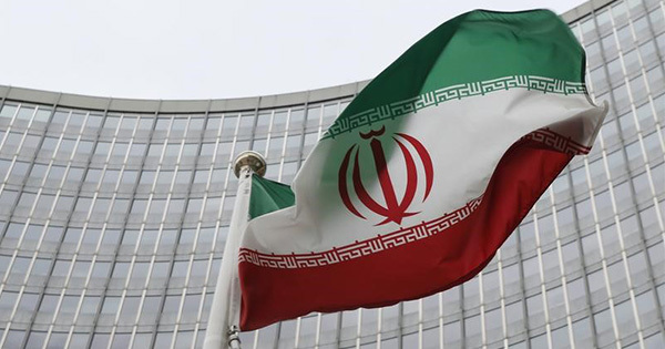 IAEA本部前ではためくイラン国旗