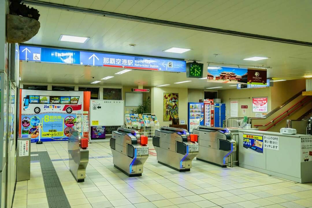 沖縄のモノレール「ゆいレール」の改札