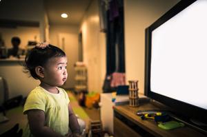 テレビを見せると子どもの学力は下がるのか