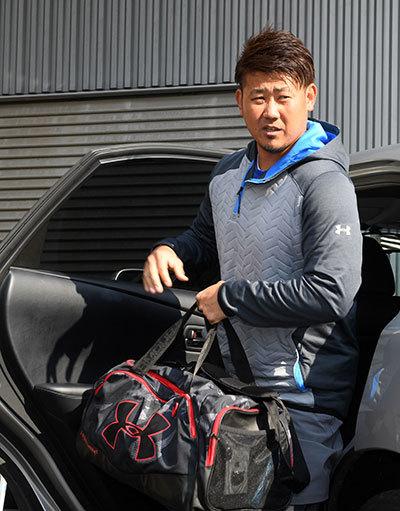 中日の入団テストのためナゴヤ球場に到着した松坂大輔